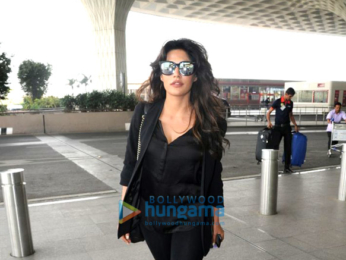 Kareena Kapoor Khan, Malaika Arora, Athiya Shetty, Saiyami Kher, Kiara Advani, and Sangeeta Bijlani snapped at the airport