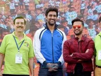 Kunal Kapoor, Vatsal Sheth & others attend the Juhu Half Marathon 2018