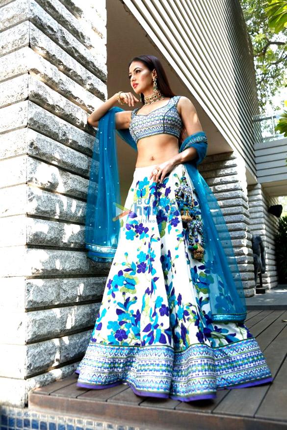 Sana Khan snapped doing a shoot for designer Reynu Tandon