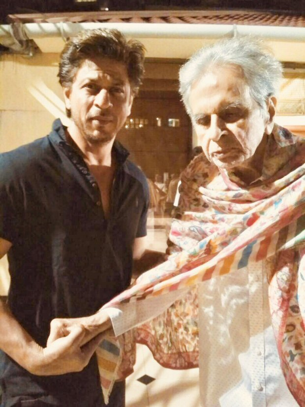 Shah Rukh Khan pays late night visit to veteran actor Dilip Kumar