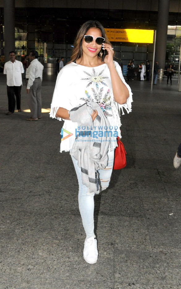 Deepika Padukone, Kangana Ranaut and others snapped at the airport