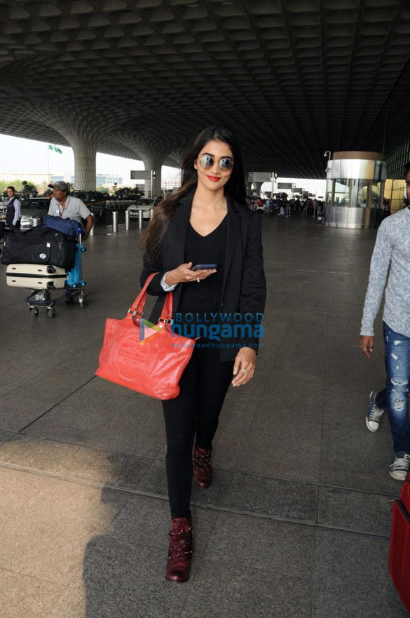 Deepika Padukone, Kangana Ranaut and others snapped at the airport3 (1)