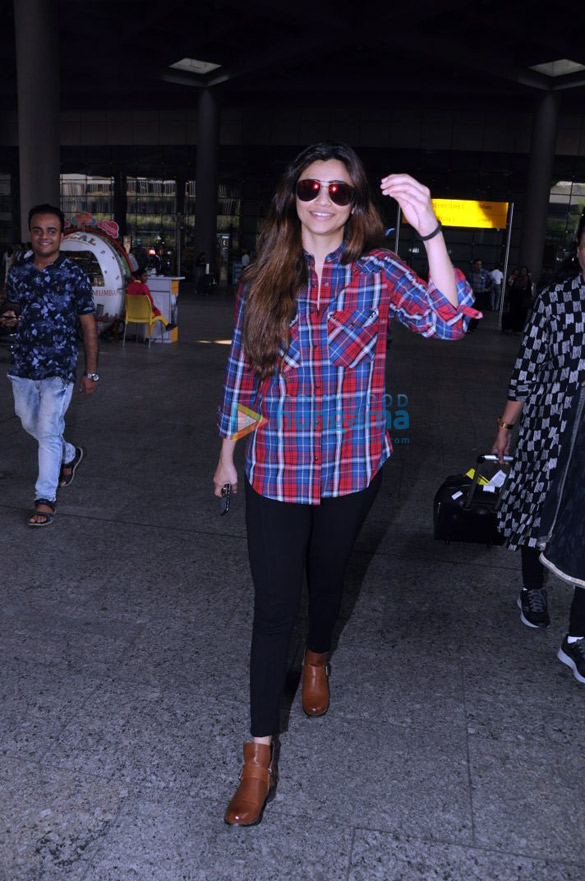 Deepika Padukone, Kangana Ranaut and others snapped at the airport3 (2)
