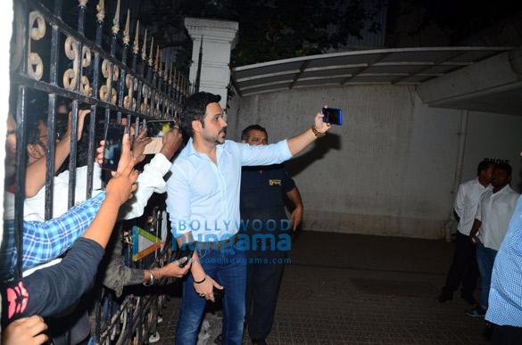 Emraan Hashmi meets fans near his apartment on his birthday (3)
