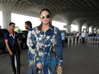 Ileana D'Cruz, Karisma Kapoor and others snapped at the airport (1)