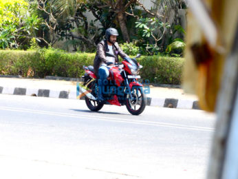 Mahendra Singh Dhoni snapped as he takes a ride in Bandra