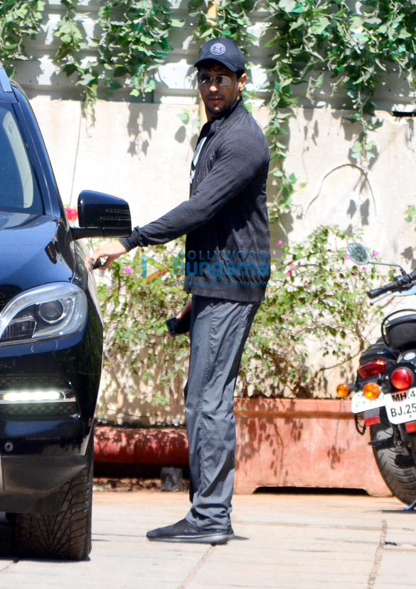 Sidharth Malhotra snapped at the gym