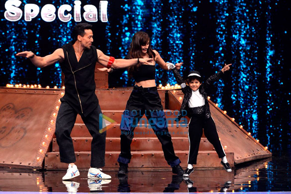 Tiger Shroff and Disha Patani snapped promoting 'Baaghi 2' on sets of Super Dancer Chapter 2