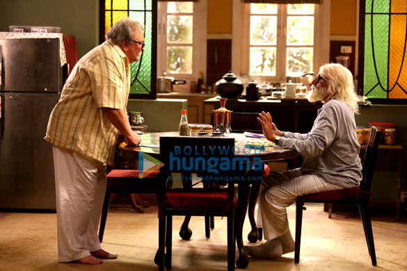 When Amitabh Bachchan and Rishi Kapoor shot without footwear for 102 Not Out
