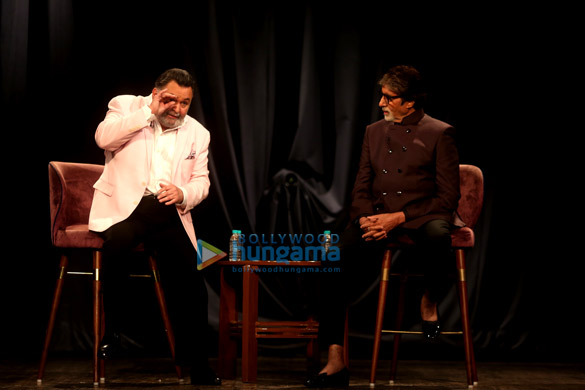 Amitabh Bachchan and Rishi Kapoor snapped in conversation