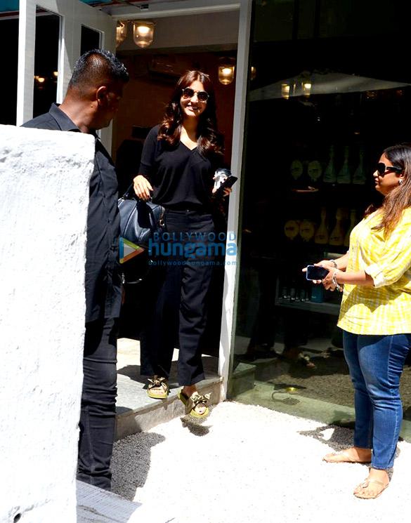 Anushka Sharma spotted at BBlunt in Bandra