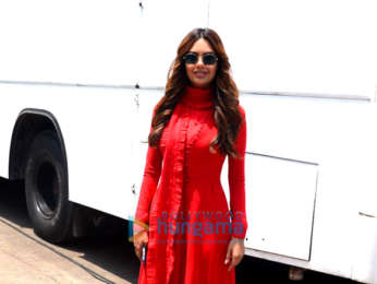 Esha Gupta spotted on location in Bandra