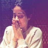 Janhvi Kapoor prays at dinner with her Dhadak gang -01