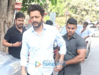 Riteish Deshmukh snapped at Cafe Coffee Day in Bandra