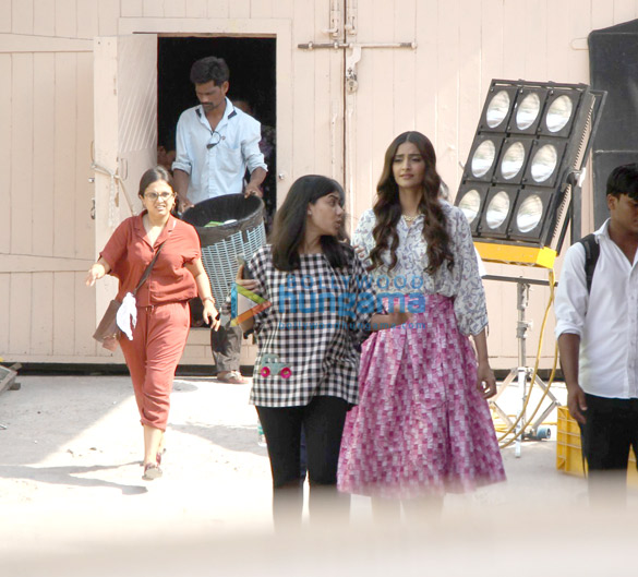 Sonam Kapoor snapped at Mehboob studio on location of Veere Di Wedding