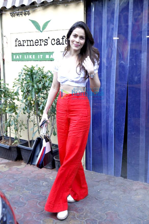 Waluscha De Sousa snapped at Farmer's Cafe