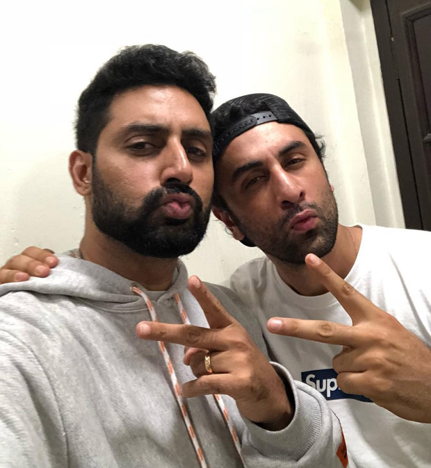 102 Not Out Ranbir Kapoor - Abhishek Bachchan recreate their fathers Rishi Kapoor - Amitabh Bachchan's pout selfie