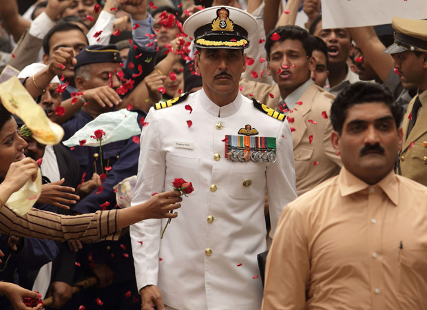 Akshay Kumar JUSTIFIES auctioning his Rustom uniform, supports Twinkle Khanna