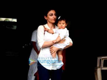 Jacqueline Fernandez and Soha Ali Khan spotted in Bandra