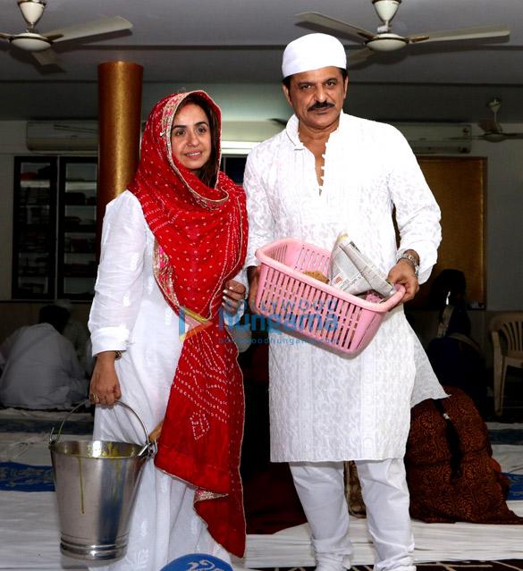 Rajesh Khattar and Vandana Sajnani Khattar organize langar at a Gurudwara in Mumbai (3)