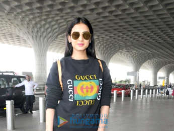 Sonam Kapoor Ahuja, Karisma Kapoor and others snapped at the airport