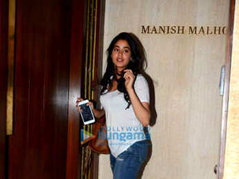 Sushant Singh Rajput, Kriti Sanon and Janhvi Kapoor spotted at Manish Malhotra's house