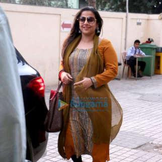 Vidya Balan snapped with her husband Siddharth Roy Kapur at PVR Juhu