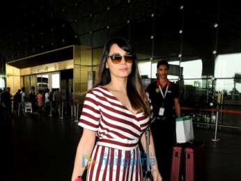 Ajay Devgn and Minissha Lamba snapped at the airport