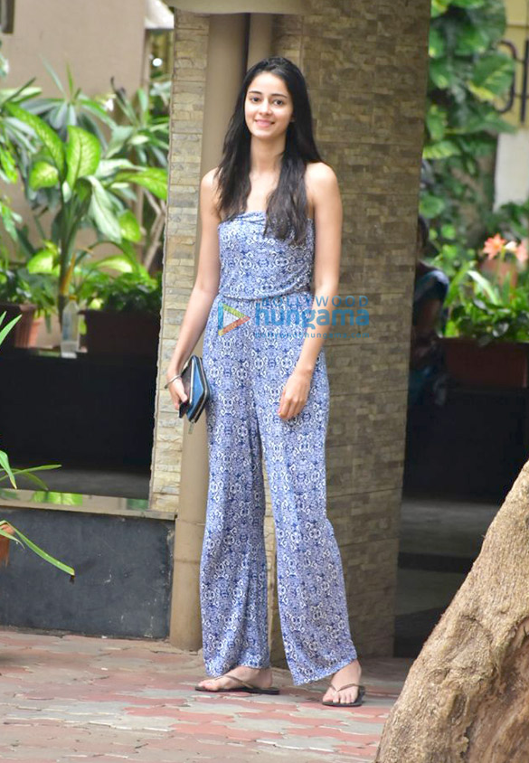 Ananya Pandey spotted in Bandra (1)