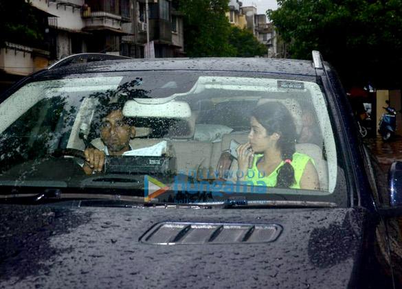Dhadak duo Janhvi Kapoor and Ishaan Khatter snapped at Matrix office (3)