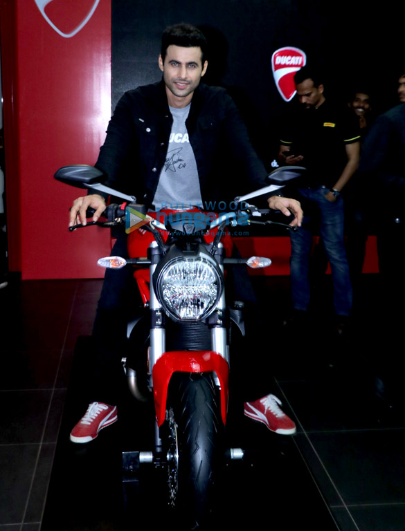 Freddy Daruwala snapped at Ducati showroom to launch new bike (2)