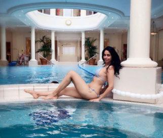 HOT! Mallika Sherawat HEATS it up in a SEXY bikini by the pool!