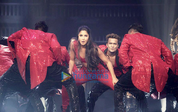 Katrina Kaif snapped on stage at the DaBangg Tour in Atlanta (5)