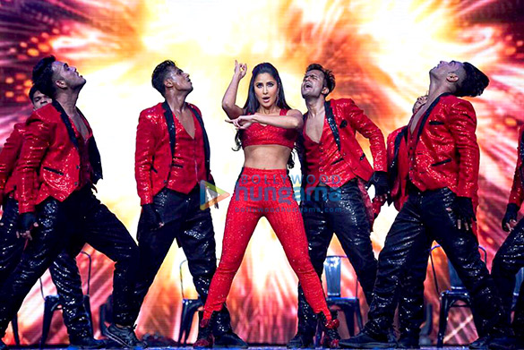 Katrina Kaif snapped on stage at the DaBangg Tour in Atlanta (8)