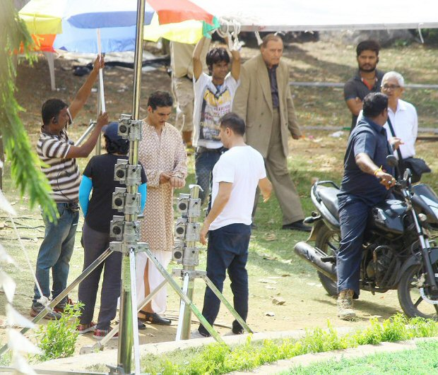 ON THE SETS: Akshay Kumar dons dhoti and kurta while shooting a song for Gold