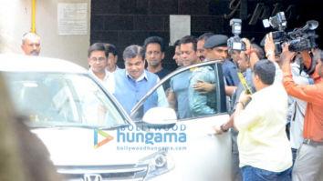 Politician Nitin Gadkari snapped at Salman Khan's house
