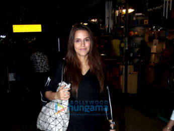 Priyanka Chopra, Nick Jonas and others snapped at the airport (3)