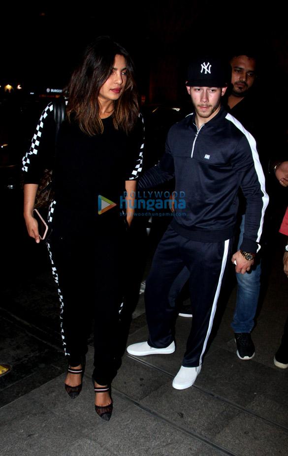 Priyanka Chopra, Nick Jonas and others snapped at the airport (2)