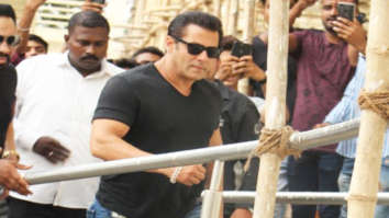 RACE 3 Salman Khan sings LIVE for his fans at the launch of the song 'Allah Duhai Hai'