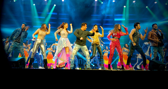 Salman Khan, Jacqueline Fernandez and others snapped at Dabangg Tour