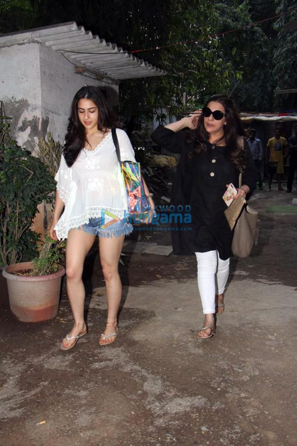 Taapsee Pannu And Sara Ali Khan Snapped At A Spa In Bandra 4 Sara Ali Khan Amrita Singh Images Bollywood Hungama