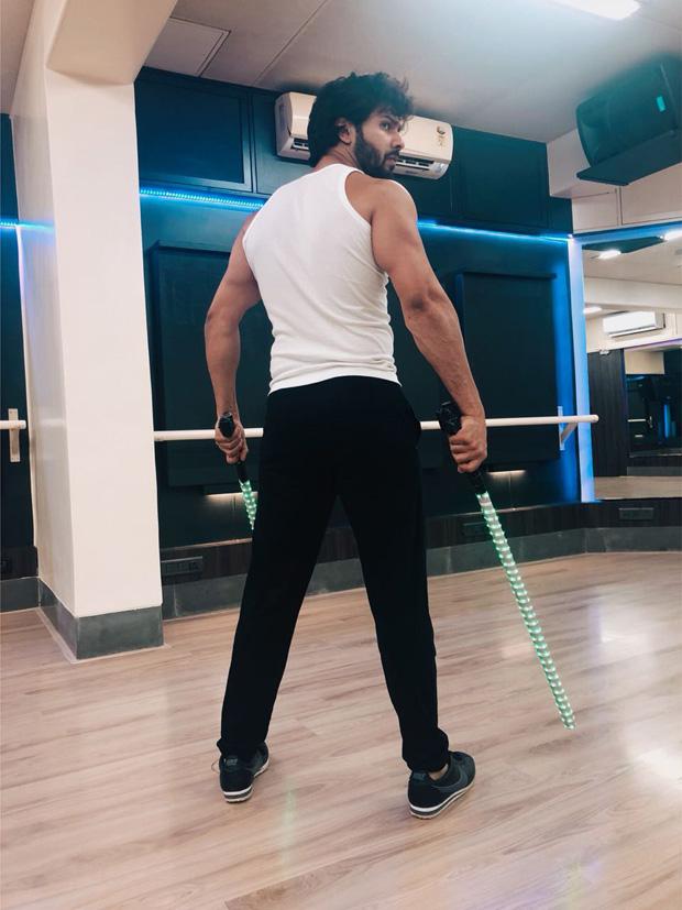 Varun Dhawan kicks off prep for IIFA and his act looks INTENSE [see pic]