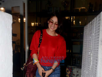 Yami Gautam snapped outside BBlunt salon in Khar