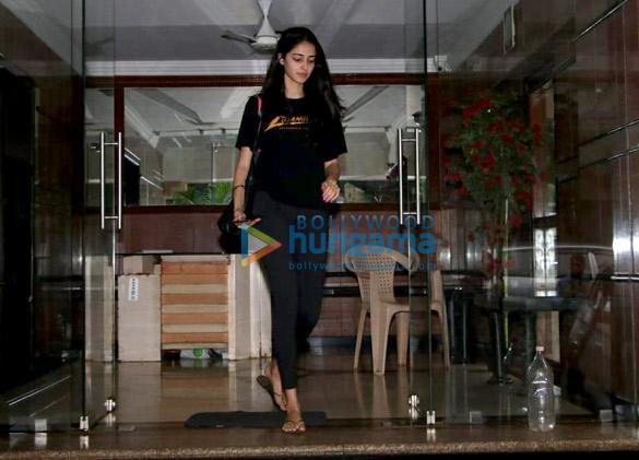 Ananya Pandey snapped in Bandra (1)
