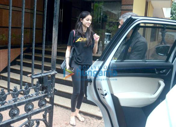 Ananya Pandey snapped in Bandra (6)