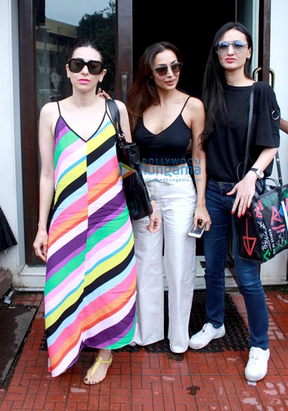 Malaika Arora, Karisma Kapoor and Anu Dewan spotted at Bastian in Bandra (4)