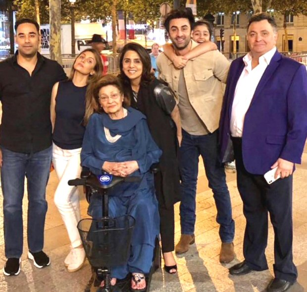 Neetu Kapoor celebrates her birthday with Ranbir Kapoor, Rishi Kapoor and entire family; Alia Bhatt sends a sweet message