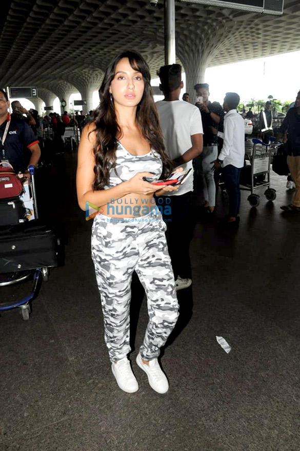 Urvashi Rautela, Kriti Sanon and others snapped at the airport
