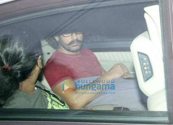 Aamir Khan spotted At his Mother's house (1)