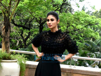 Akshay Kumar and Mouni Roy snapped promoting Gold